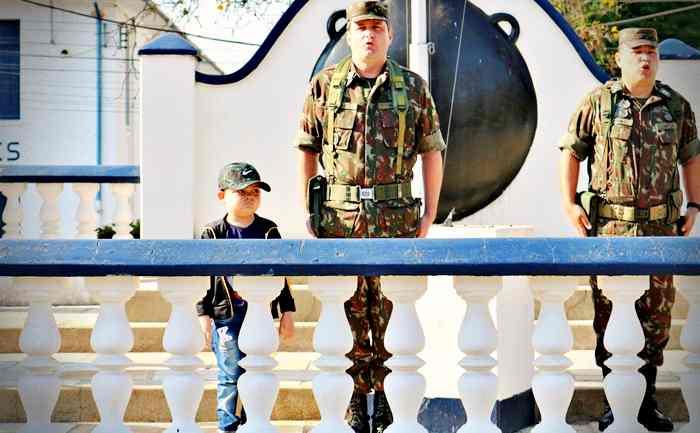Exército recebe visita ilustre