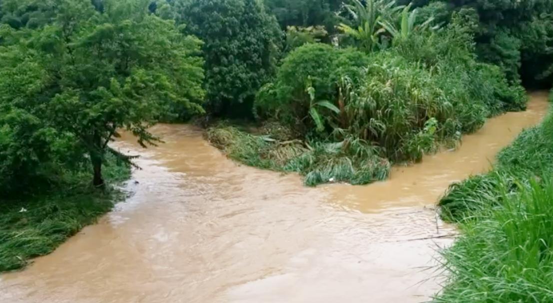 Rio transborda em Guaxupé