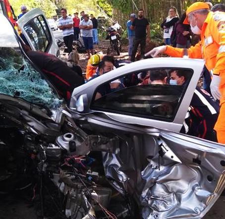 Quatro ficam feridos em acidente na BR-459, em Congonhal