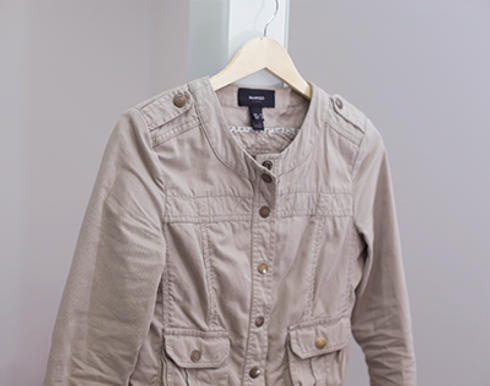 Tan кнопка вверх куртку на вешалку