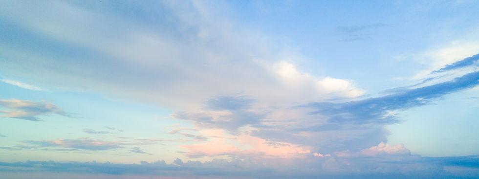 優しい光の空