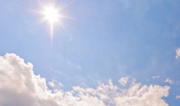 太陽光と空