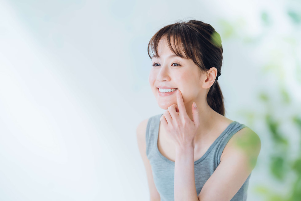 歯の健康チェックする女性