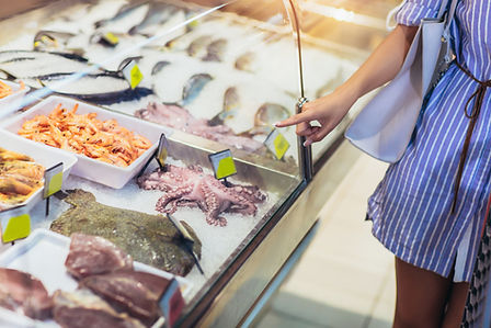 鮮魚店の冷蔵ショーケース