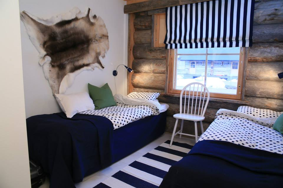 Blueberry bedroom log cabin Lapland
