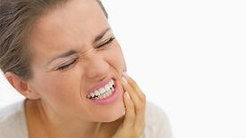 Hausmittel-gegen-Zahnschmerzen-800x450.j