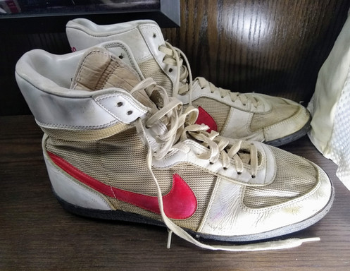 "cb2aa069cc9 RARE GAME USED FOOTBALL TURF CLEATS Broderick ""The Sandman"" Thomas is one  of the greatest linebackers in Nebraska history. He finished his career  with 242 ..."