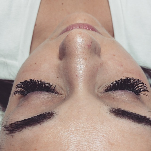 Instagram - Today's brand new set of va va volume lashes D curl #volumelashes #e