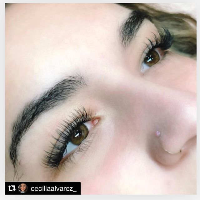 #Repost _ceciliaalvarez_ ・・・_good lashes, good mood 〰