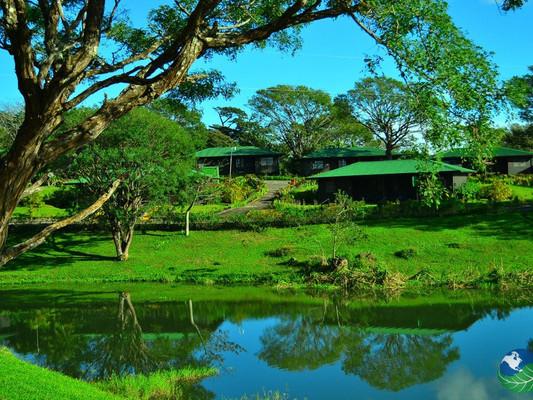 Buena-vista-lodge-lake.jpg