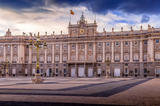 Inside-Royal-palace