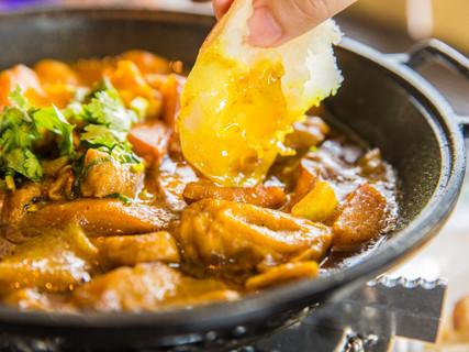 咖喱肥肠(手抓饼)Curry Pork Tripe (pancake)