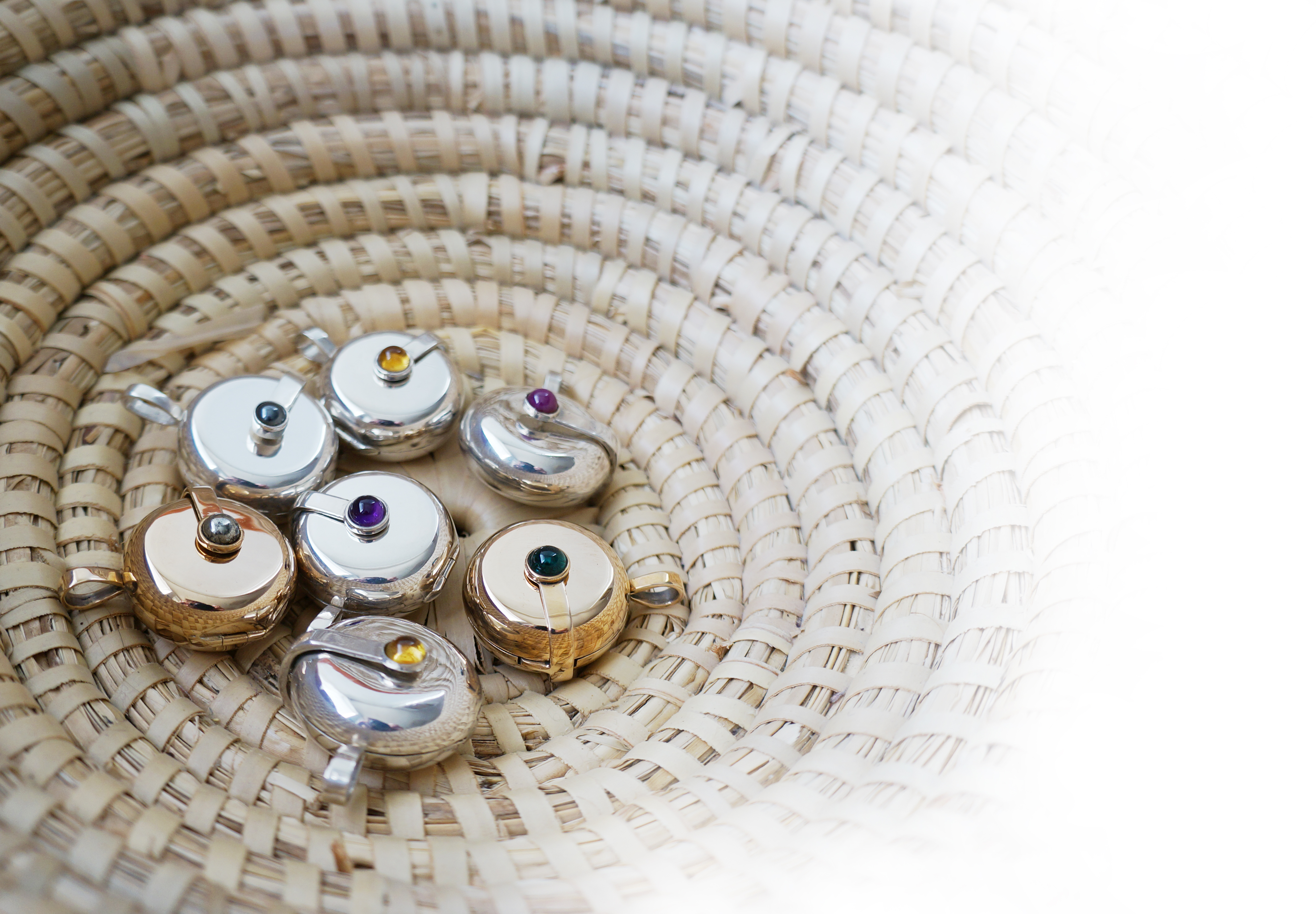 Cornucopia of lockets blanc tranparent BCKGD
