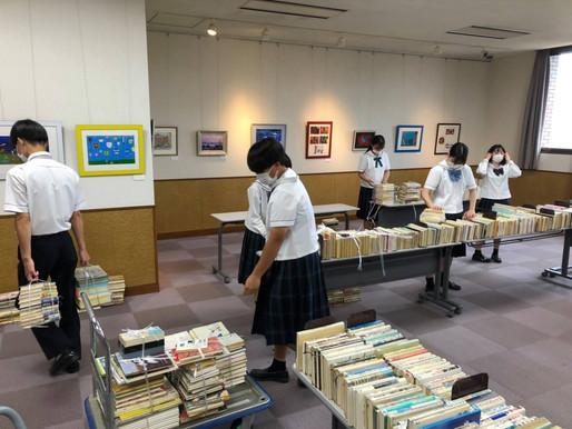 【NEWS】2年こども・福祉コースキャリア教育。図書ボランティア活動を行いました!