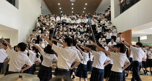 9月18日(金) 昼休みにダンス部と吹奏楽部がコラボ企画!楽しい時間を過ごしました。