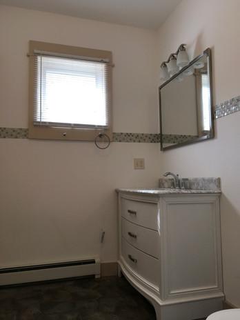 BathroomMainfloor.jpg