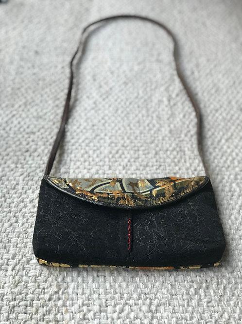 Clutch bag with shoulder straps