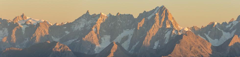 Aiguille du Midi (3842m) - Dent du Geant ( 4013) - Grandes Jorasses (4208m)