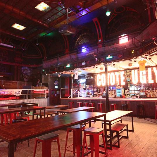 Tables first floor, main bar