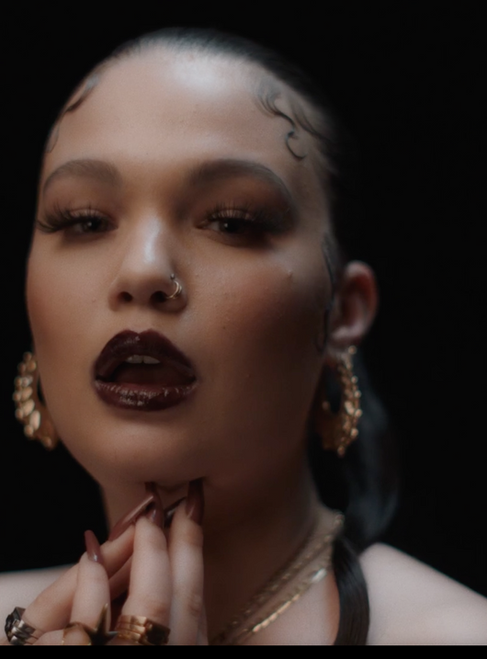 Lola Young releases empowering new video for single 'Woman'