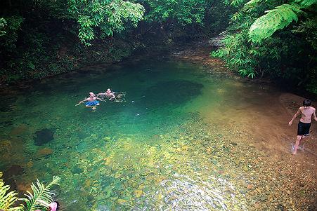 turistas-na-piscina-natural-a-.jpg