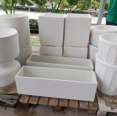 Jardinera de piedra (rectangular y cilíndrig)