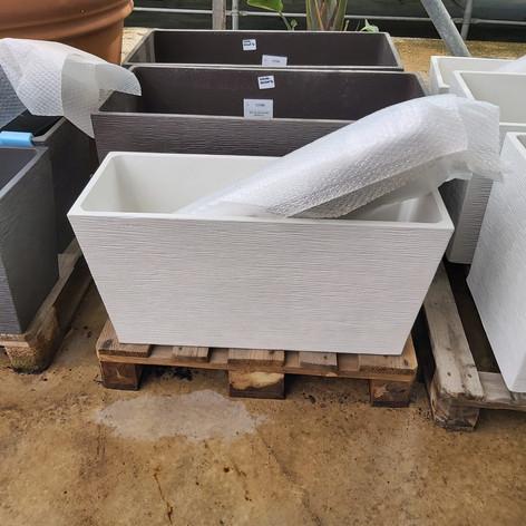 Jardinera de piedra (rectangular clara y oscura)