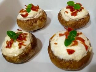 Cogumelos recheados com queijo cabra