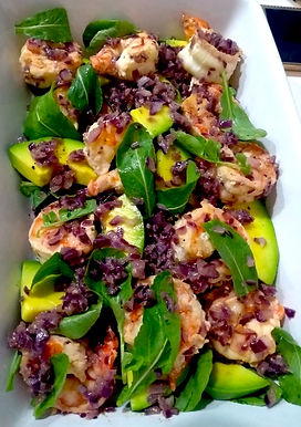 Camarão com rúcula e abacate