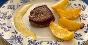 Filet mignon com batatas canoas fritas
