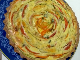 Quiche colorida de legumes