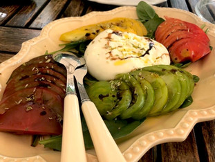 Burrata com tomate 3 cores