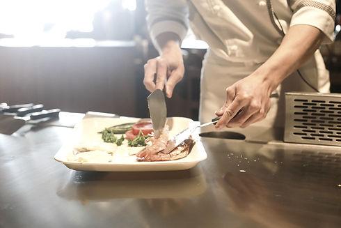 restaurant-1284351_1920_edited.jpg