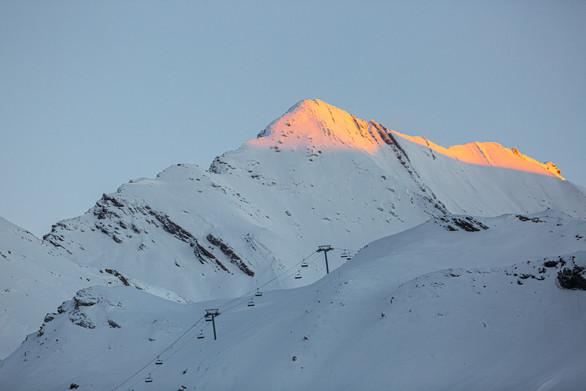 Lever de soleil sur nos belles montagnes.