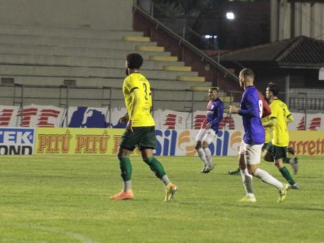 Ypiranga de Erechim empata em 1 a 1 com o Paraná, pela série C do Brasileirão