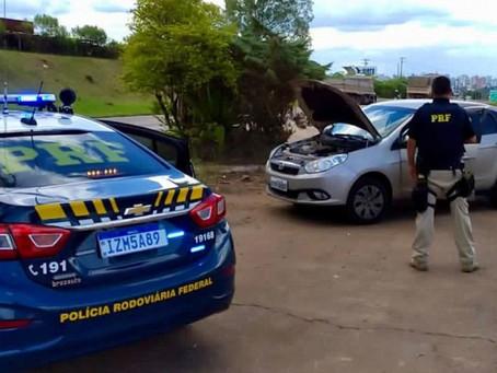 PRF prende criminoso com carro roubado e clonado em Erechim