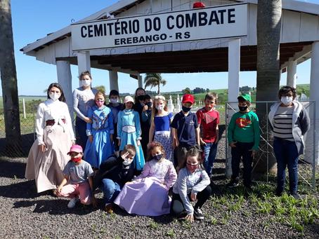Estudantes de Floriano Peixoto visitam Cemitério do Combate, em Erebango