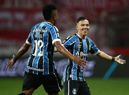Grêmio vence Inter por 1 a 0 na Libertadores e chega a 10º Gre-Nal invicto