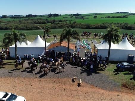 Prefeito de Estação participa de cerimônia tradicionalista no Cemitério do Combate, em Erebango