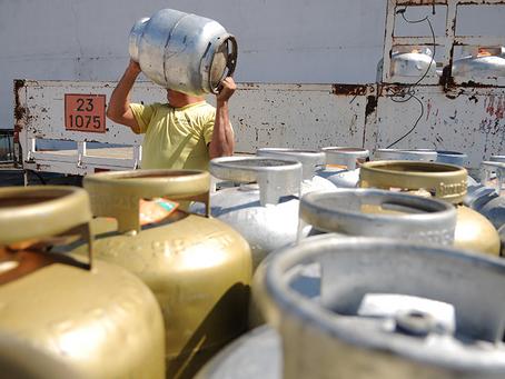 Câmara aprova criar auxílio-gás para famílias de baixa renda; texto vai ao Senado