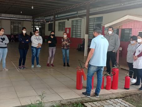 Servidores da Educação de Erebango participam de treinamento contra incêndio