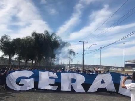 Protesto no CT do Grêmio tem confronto entre torcedores e Brigada Militar