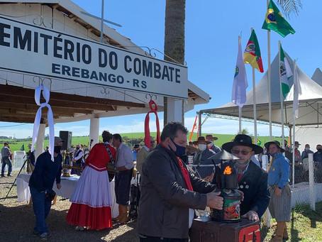 Cerimônia no Cemitério do Combate exalta a força do tradicionalismo e reúne gaúchos da região