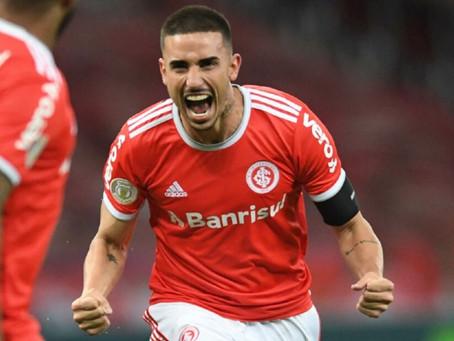 """""""Problema"""" positivo: Galhardo retoma artilharia com hat-trick e acirra disputa no ataque do Inter"""