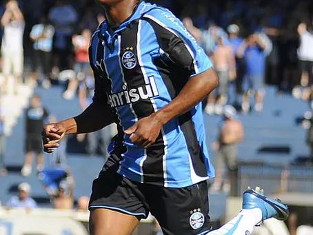 Douglas Costa aceita proposta do Grêmio, e retorno só depende de liberação da Juventus