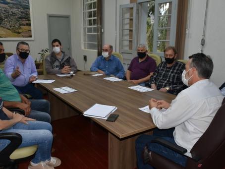 Prefeito apresenta, em reunião, Programa Avança+ Getúlio Vargas