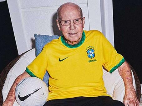 Seleção Brasileira de futebol masculino apresenta uma nova camisa em homenagem ao tri mundial de 70