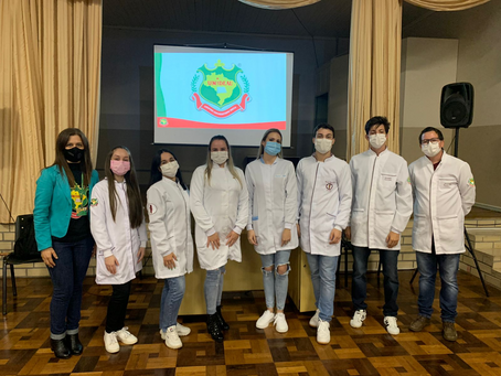Acadêmicos da UNIDEAU realizam palestra sobre Saúde Bucal no Colégio Estadual Antonio Scussel
