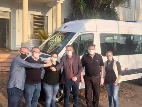 Getúlio Vargas adquire uma nova van para a Secretaria de Saúde e Assistência Social