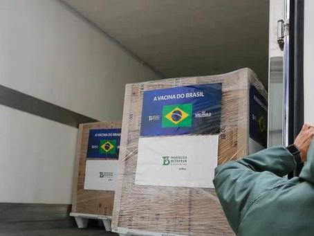 Após conflitos diplomáticos com o Brasil, China retém insumos para 18 milhões de doses da Coronavac